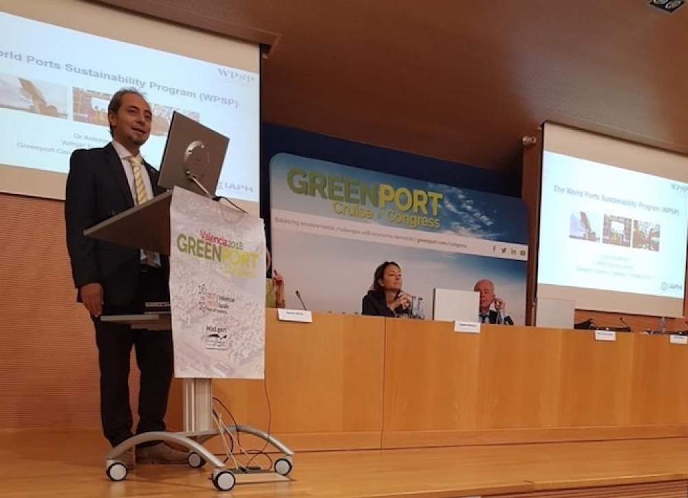 Dr. Antonis Michail addressing the GreenPort Congress in Valencia