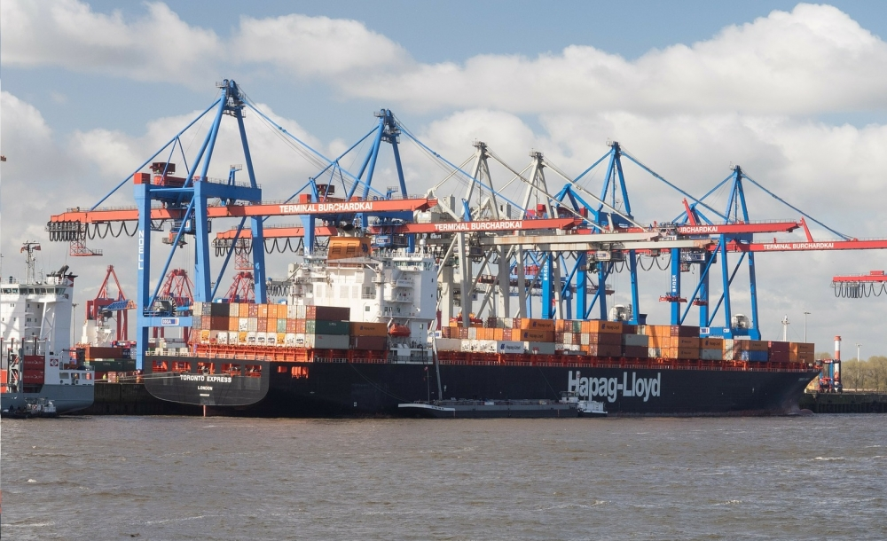 Hapag Lloyd almost halves CO2 emissions!